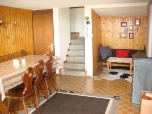 salon, salle à manger, avec cuisine sur la droite